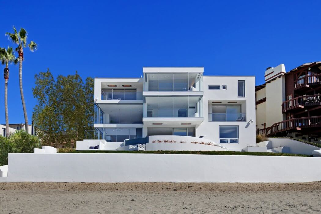 Multi-level Laguna Beach House utilize Infratech flush mount heaters on 3 balcony spaces.