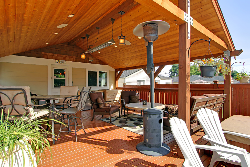 W-Series heater in a Alhadeff Group North Seattle outdoor deck.
